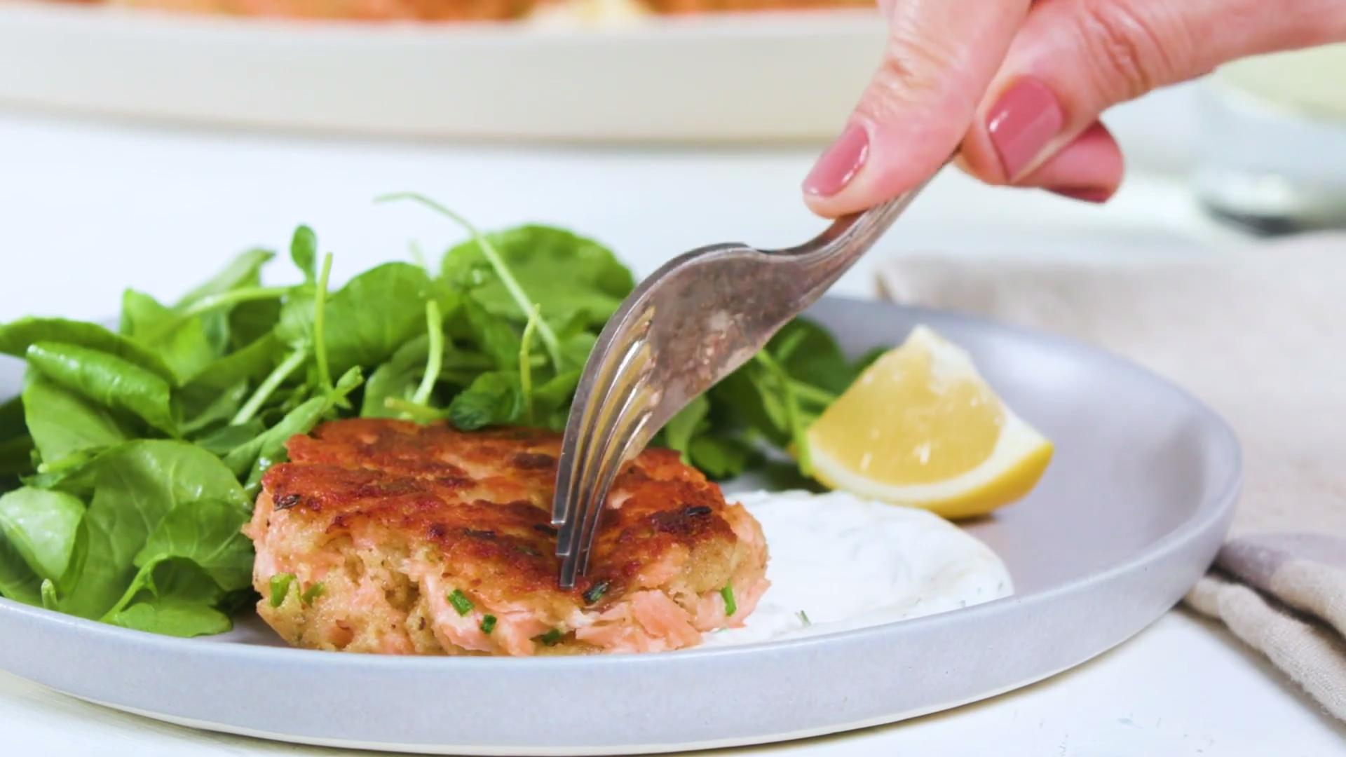 How to Make Salmon Croquettes With Yogurt