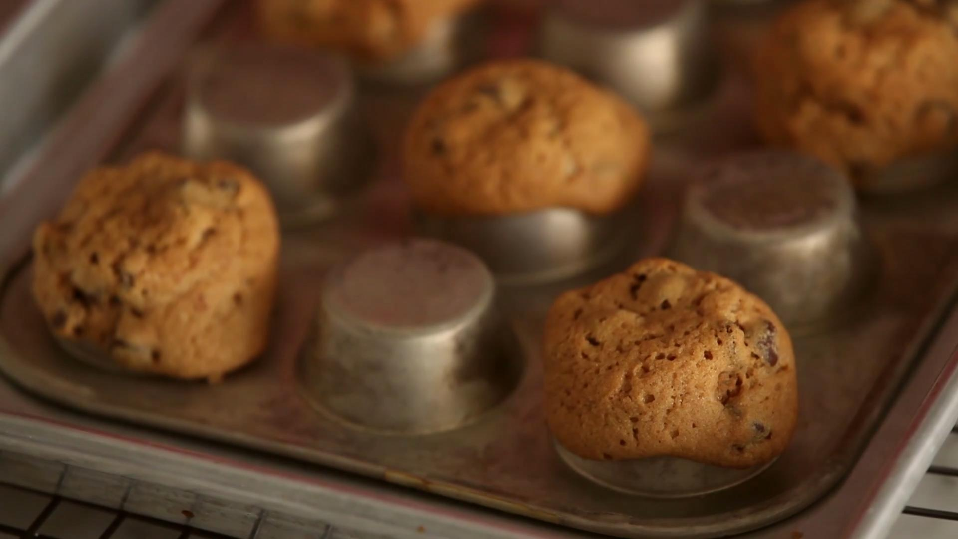 Eat Your Ice Cream Straight Out of a Cookie Bowl and Ditch the Spoon [Video]