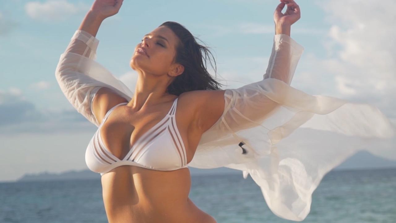 Is that a bagel bra?! A topless Ashley Graham uses everyone's favorite breakfast bread to cover up