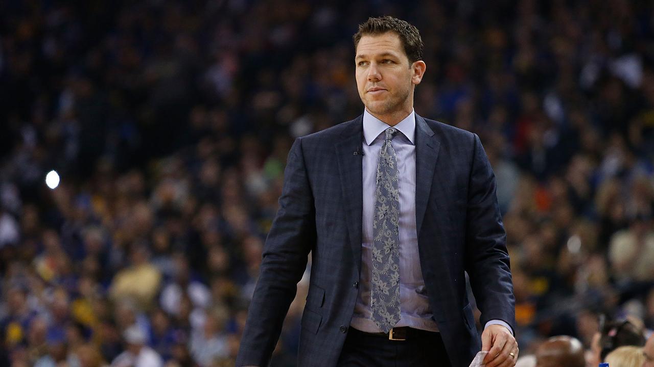 Kenny Smith: How Luke Walton Must Handle Lakers in Final 35 Games