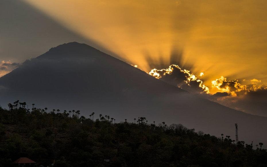 Bali's Mount Agung Could Erupt at Any Minute