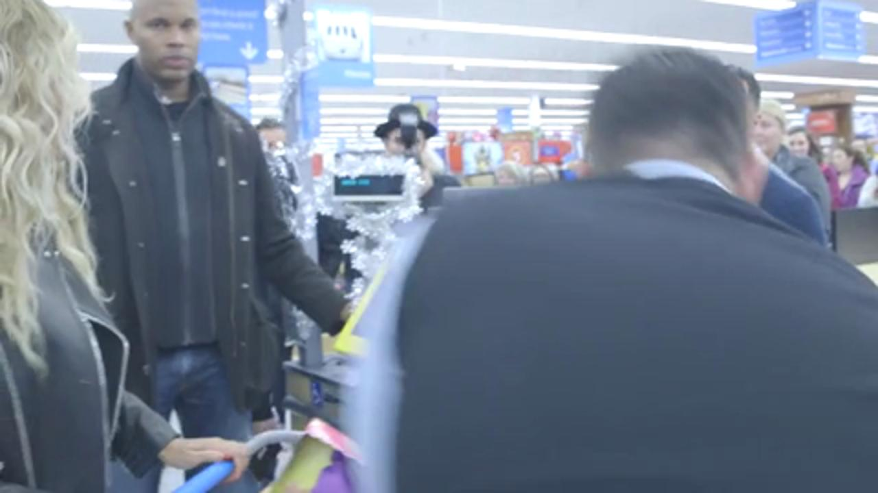 Beyoncé Surprises Walmart Shoppers with Holiday Gift Cards
