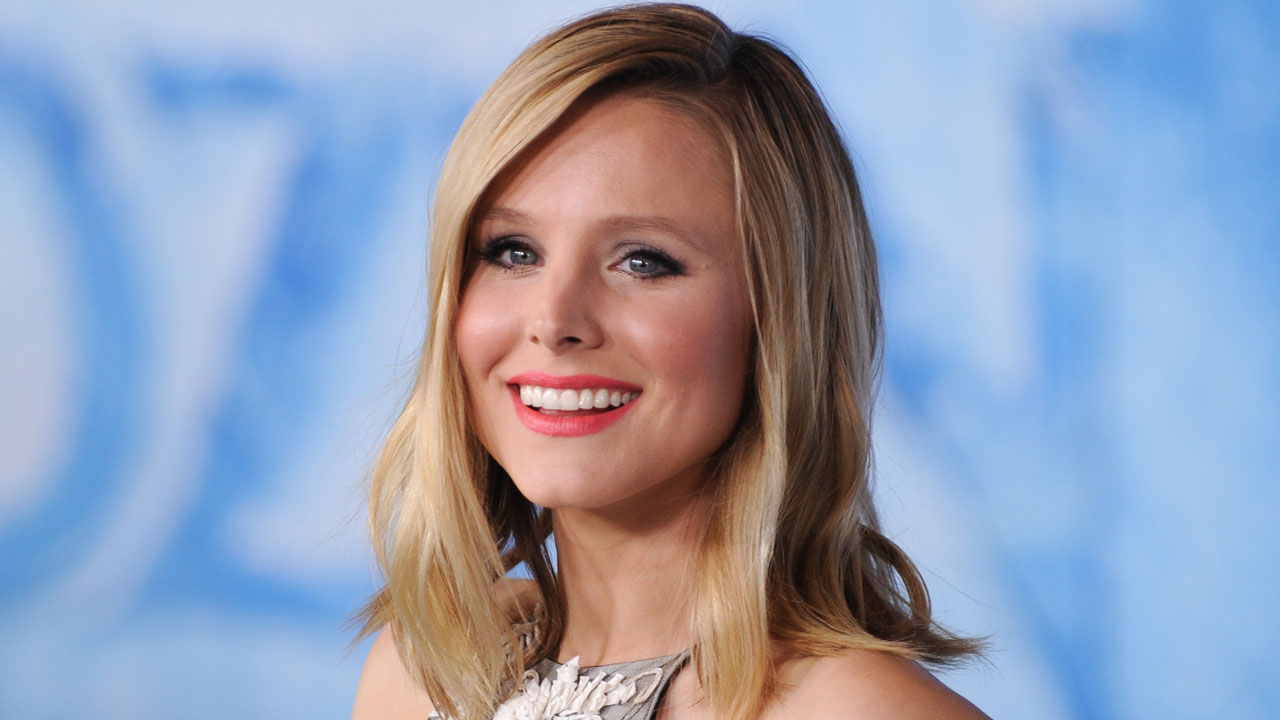 Kristen Bell Recalls Her 'Threesome' Shooting a Sex Scene While Pregnant