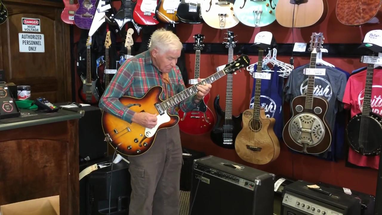 81-Year-Old Guitarist Casually Stuns Entire Nashville Guitar Shop