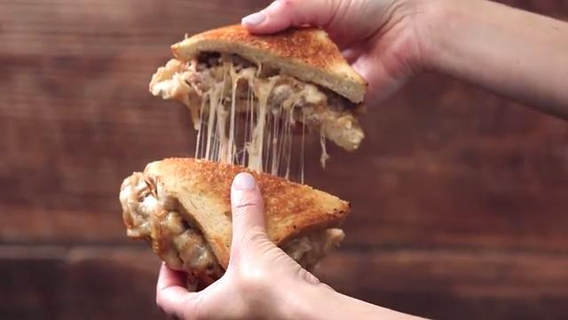 How to Make 5-Ingredient French Onion Soup-Stuffed Patty Melts