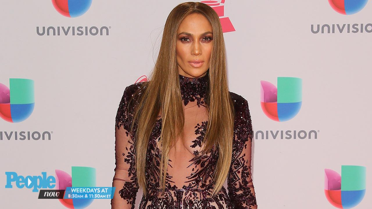 Jennifer Lopez and Marc Anthony Share a Kiss on Stage After Latin GRAMMYs Duet