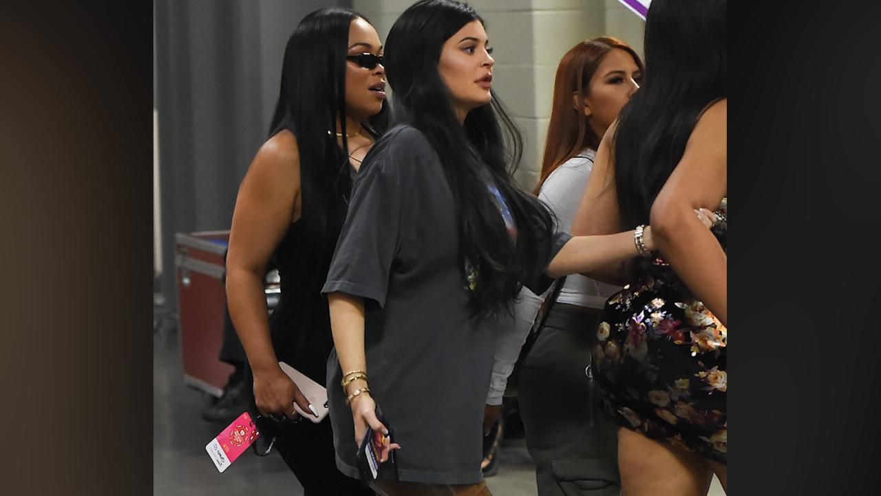 Pregnant Kylie Jenner Hides Her Baby Bump as She Heads to Vegas to Meet Up with Boyfriend Travis Scott
