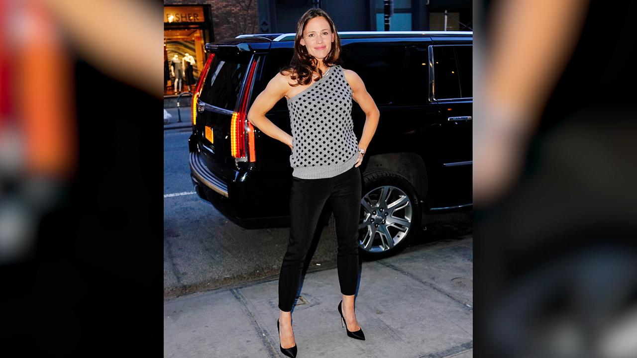 The Sweet Reason Jennifer Garner Feels Most Beautiful With 'Glasses and Sweatpants On'