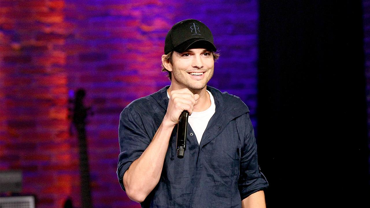 Ashton Kutcher and Mila Kunis Sing 'La Vaca Lola' for Their Kids in Adorable Family Video