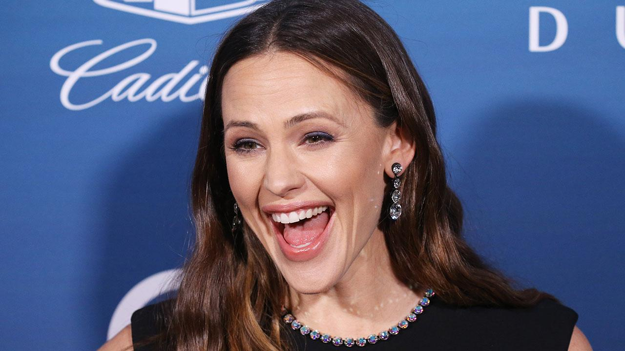 Jennifer Garner Reunites with Alias Dad Victor Garber and Foe Ron Rifkin
