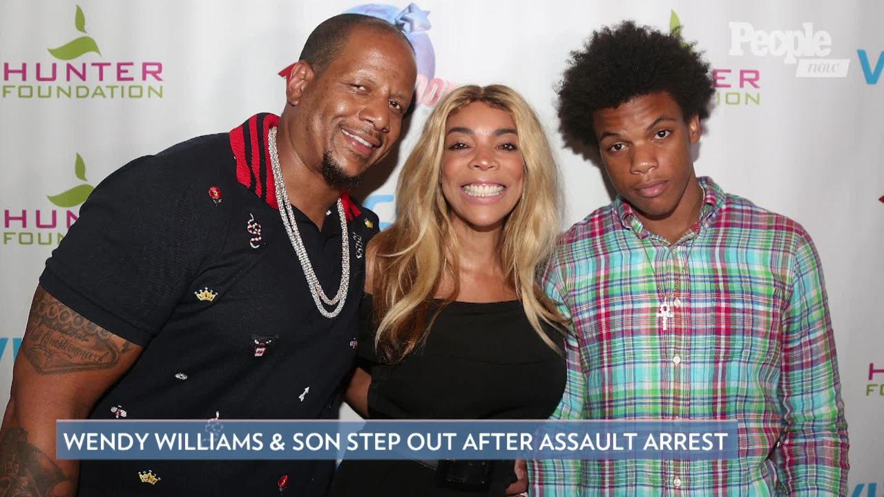 Wendy Williams Holds Hands with 'Very Sexy' Mystery Man amid Divorce from Kevin Hunter