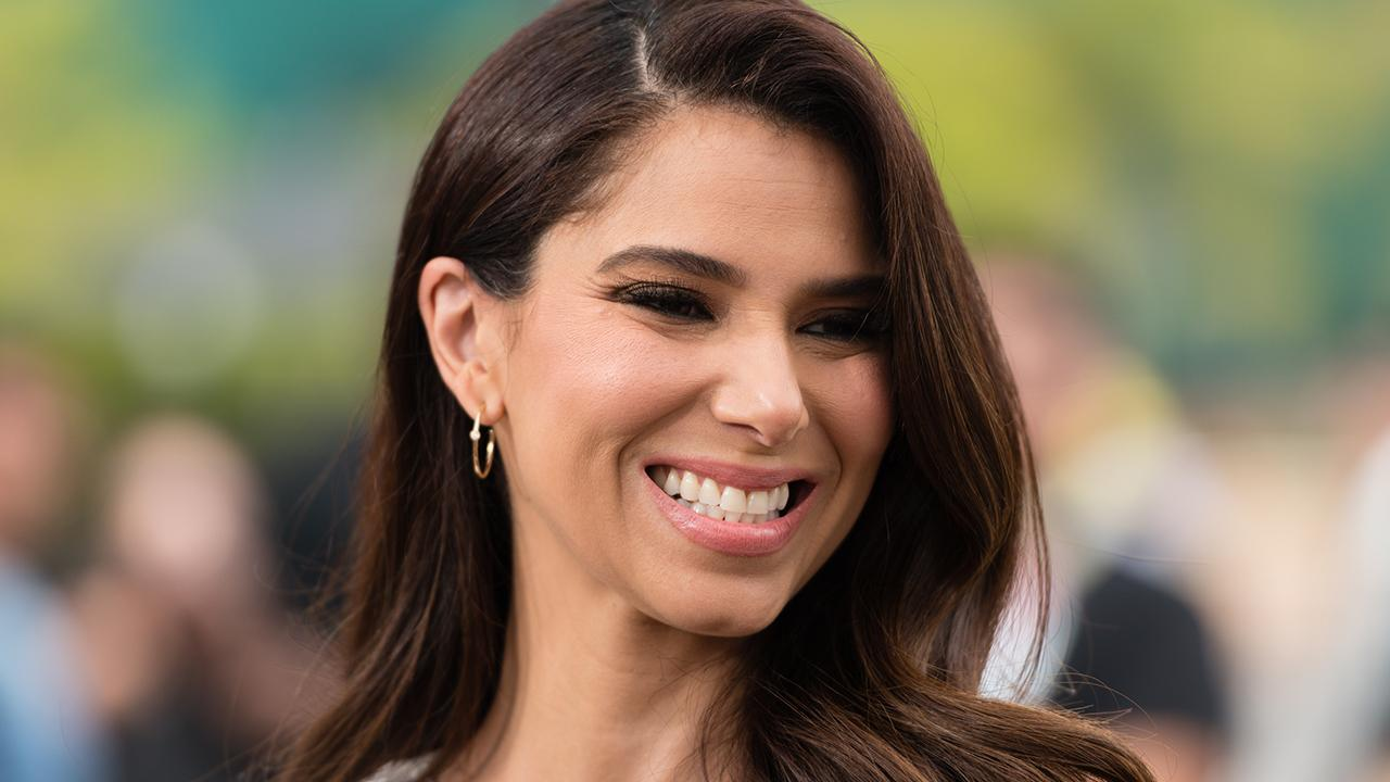 Grand Hotel's Roselyn Sanchez Reveals Eva Longoria Makes Working Together 'Really Comfortable'