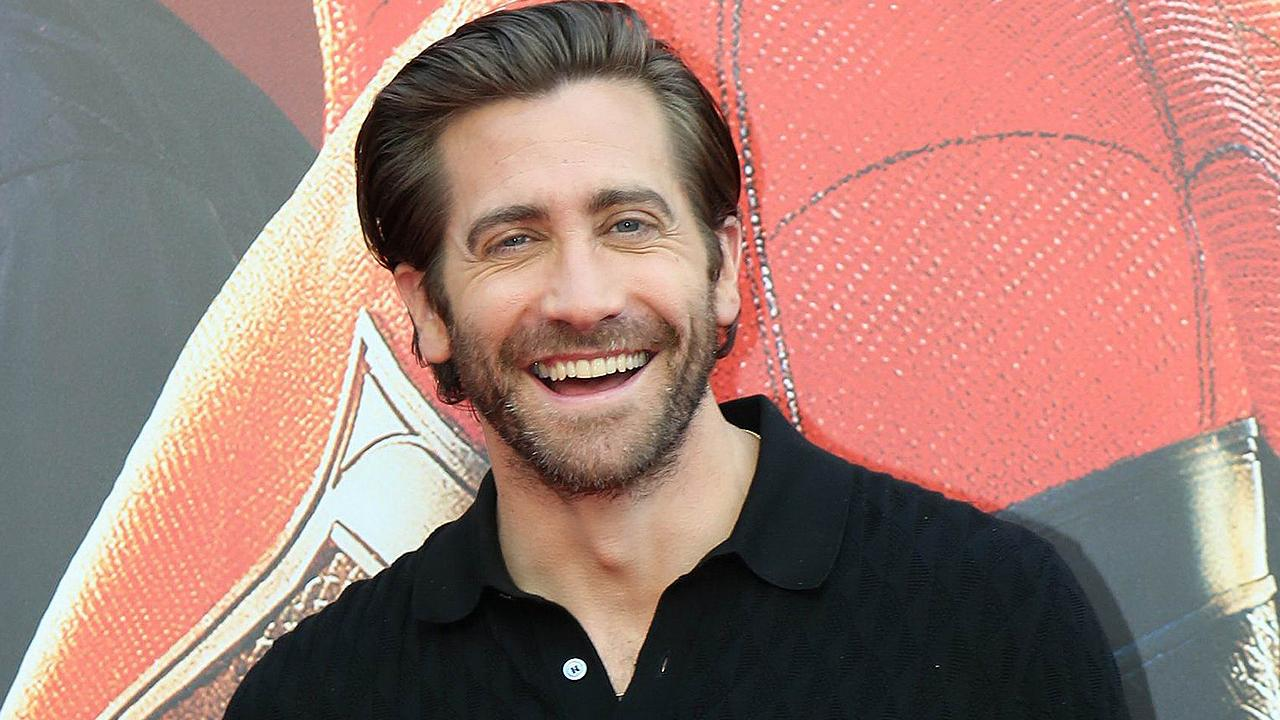 Jake Gyllenhaal Reveals He Wears 'Nothing' to Bed and Which Avenger He Thinks Is the Hottest