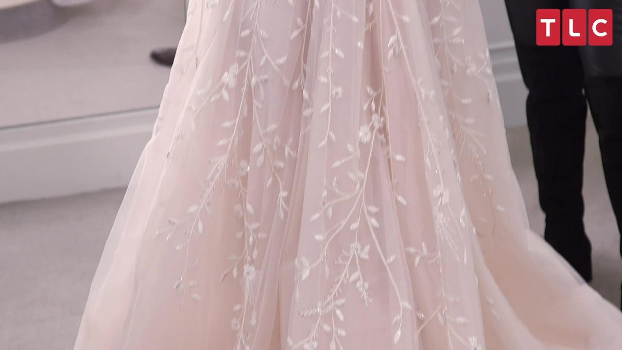 Jenna Johnson Tries on Reception Gowns on Say Yes to the Dress: I Want to 'Feel Fun and Girly'