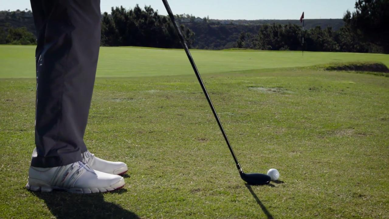 Hit better hybrids in 30 seconds with the split-grip feel drill