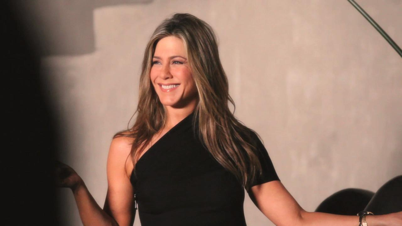 Go Behind the Scenes of Jennifer Aniston's InStyle Cover Shoot