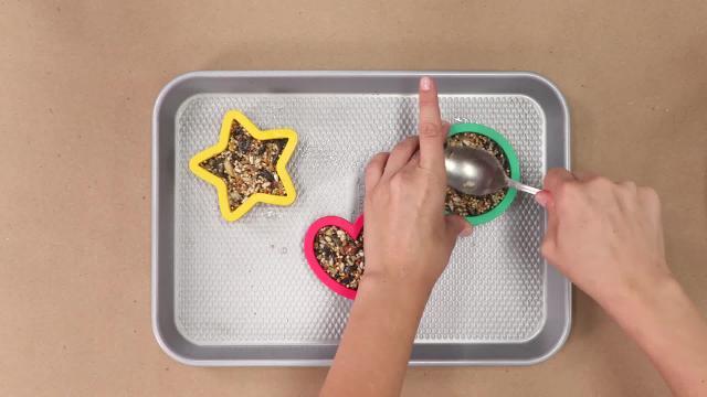 Cómo hacer ornamentos simples Birdseed