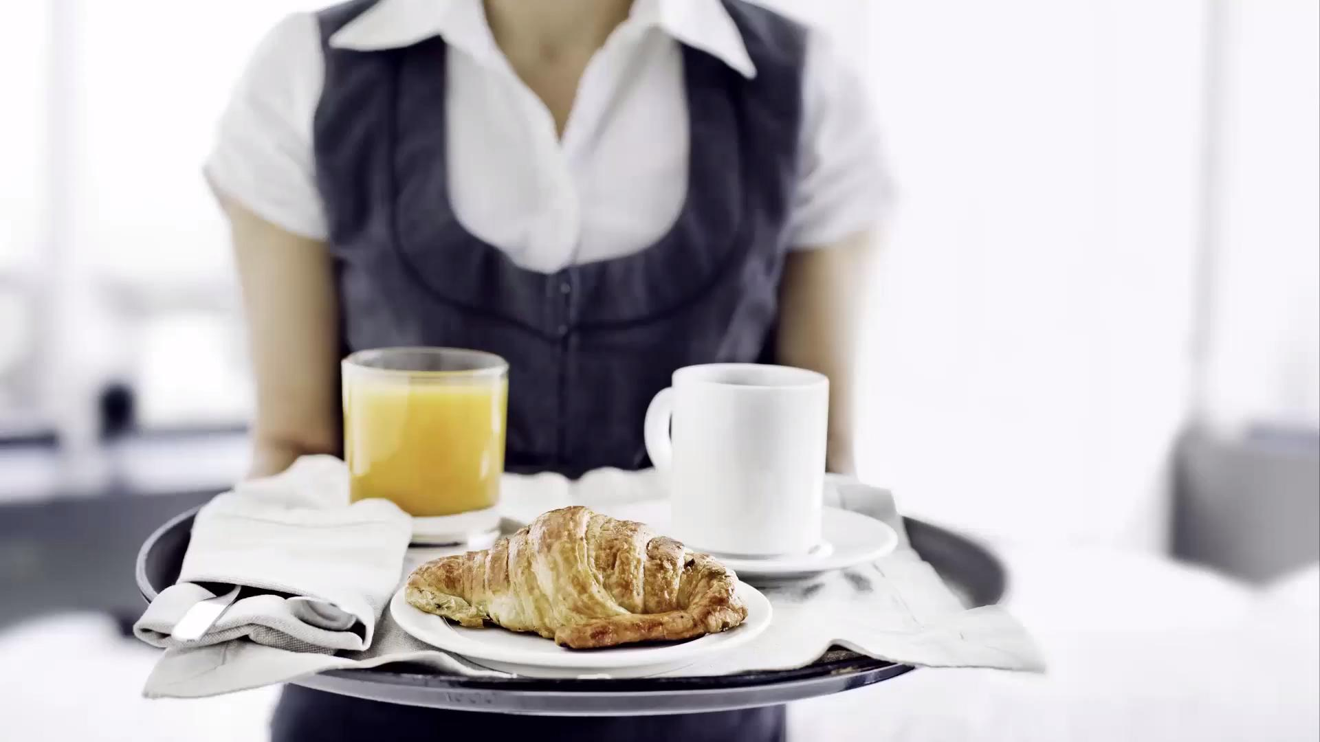 5 Things You Should Never Order from Room Service