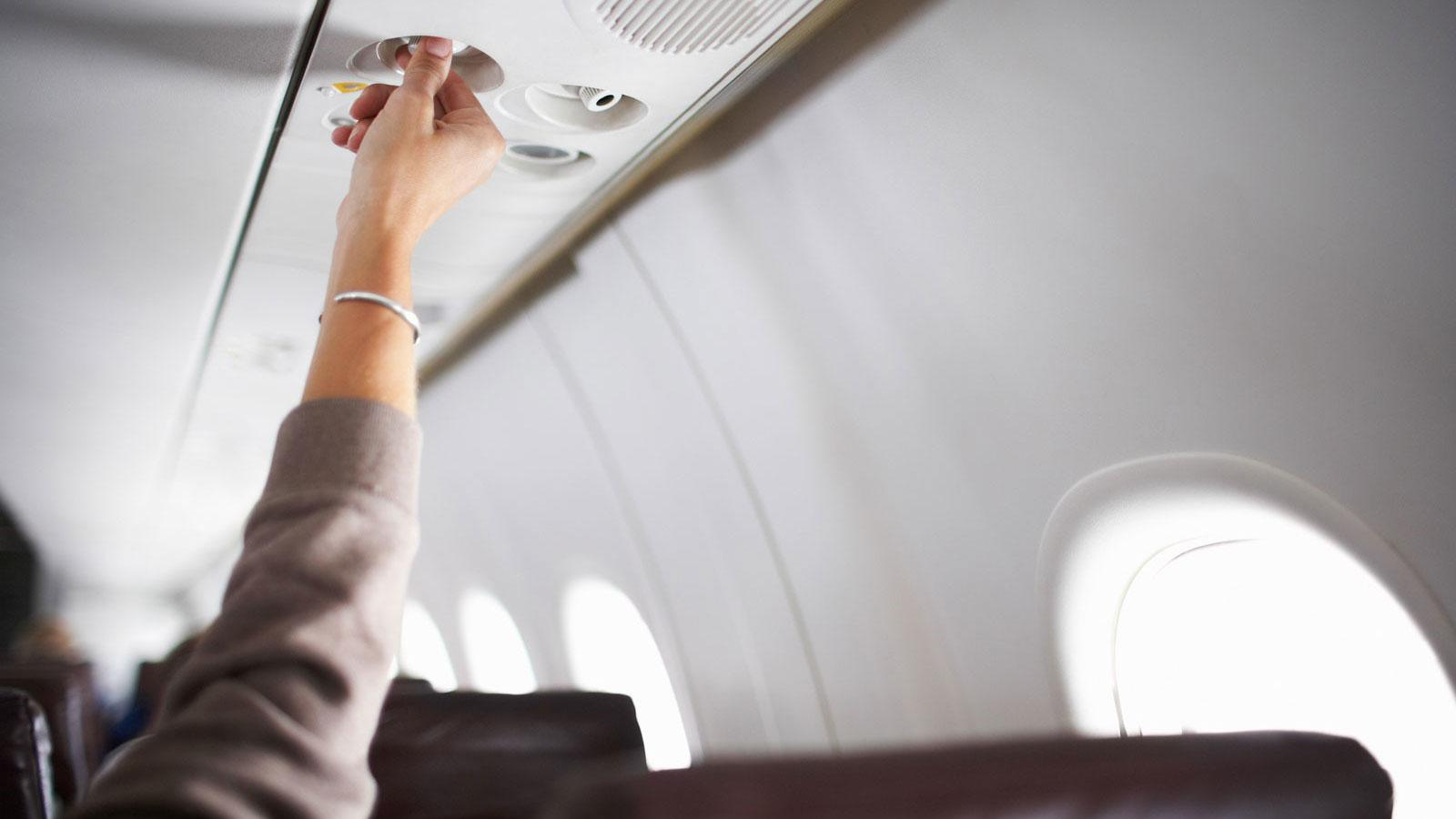 WATCH: Why You Should Always Turn on the Air Vent Above You During a Flight