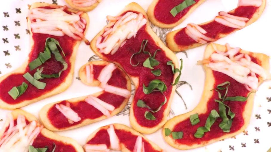 These Christmas Pizzas Are Adorable (& Easy!)