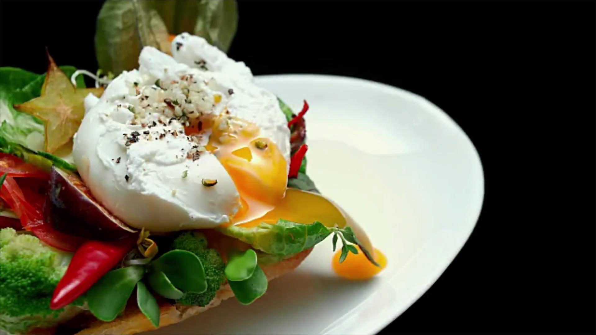WATCH: Forget Vinegar, This Is the One Thing You Need for Perfect Poached Eggs