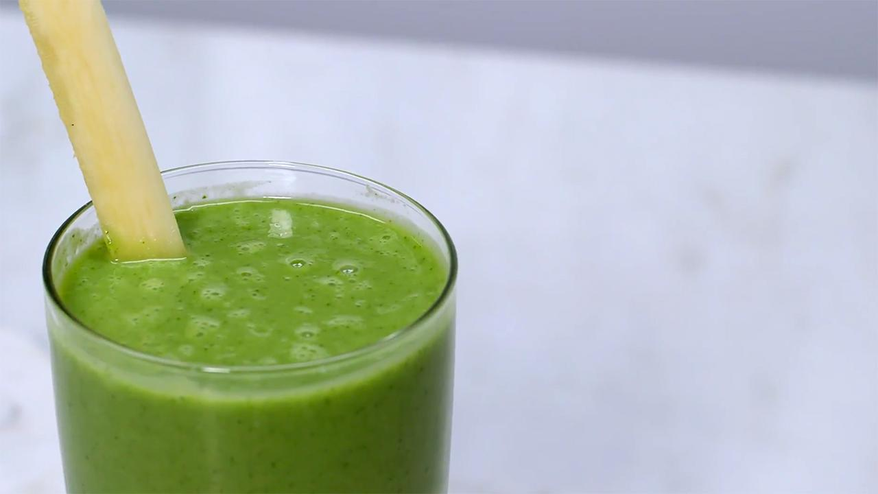 Kale Smoothie With Pineapple and Banana Recipe
