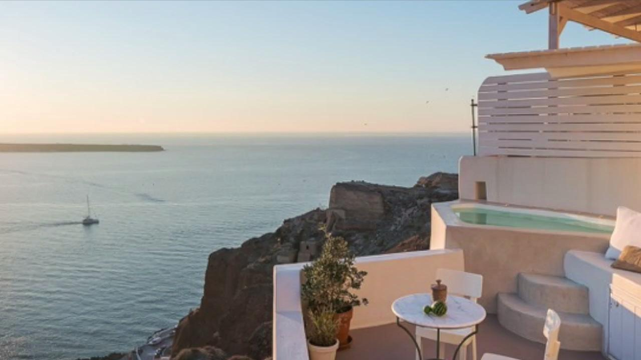 Need a Virtual Vacation? Check Out These 4 Jaw-droppingly Gorgeous Seaside Airbnbs