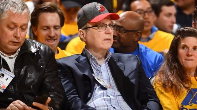 Flipboard Jerry Jones Really Wants Jeff Bezos To Buy The Seahawks