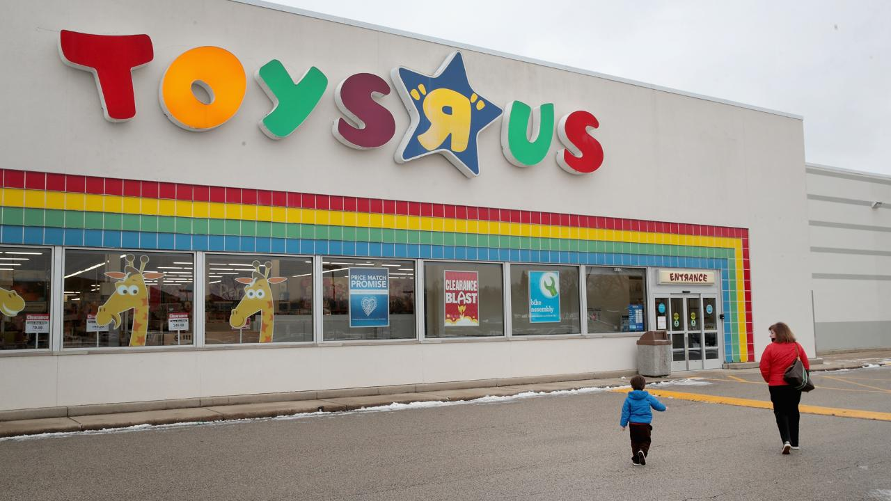 Toys R Us Is Closing Forever And The Internet Is Very Sad Time