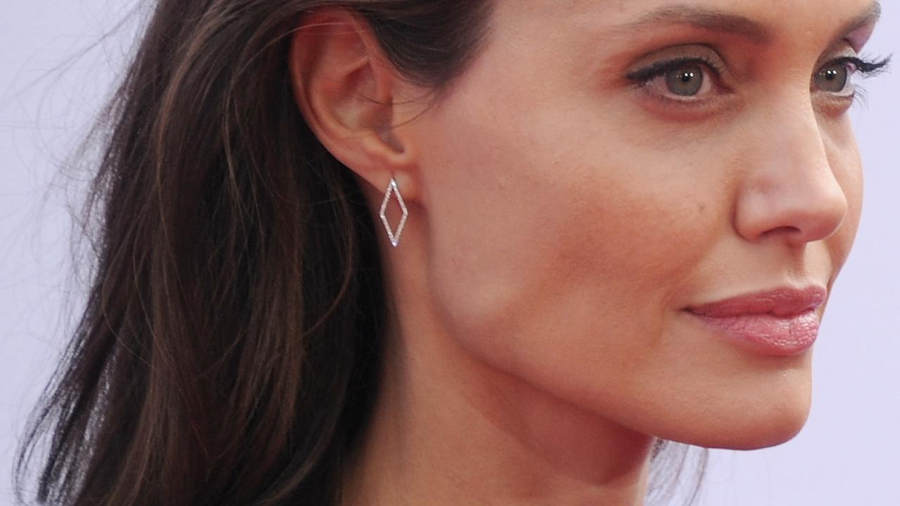 related pictures angelina jolie - photo #11