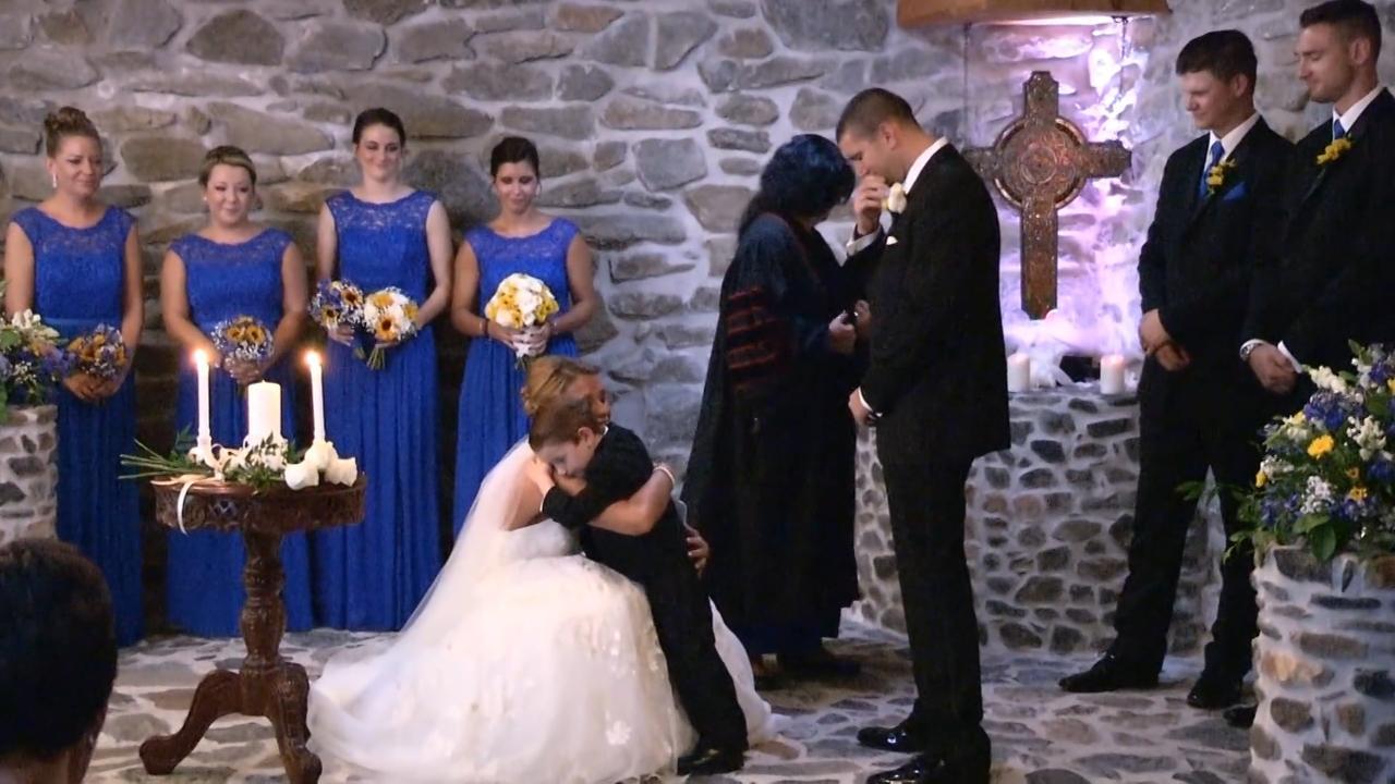 Bride Wears Sweatpants to Prank Groom at Their First Look | PEOPLE.com