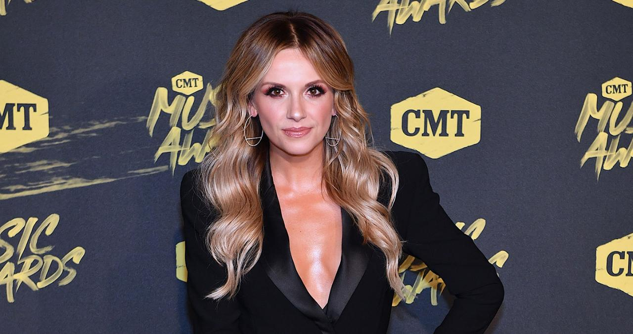 Country Music Star Carly Pearce Says Her Band Makes Fun Of Her Go-To Breakfast