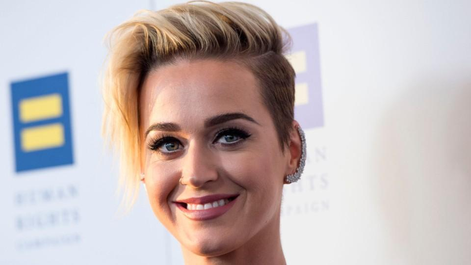 ecad0fc7fc Katy Perry wore a sports bra to an event and we fully support this look -  HelloGiggles