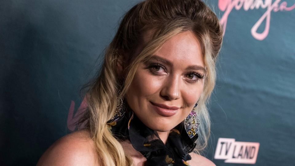 98d507951d Hilary Duff has her own eyeglass line with Glasses USA - HelloGiggles