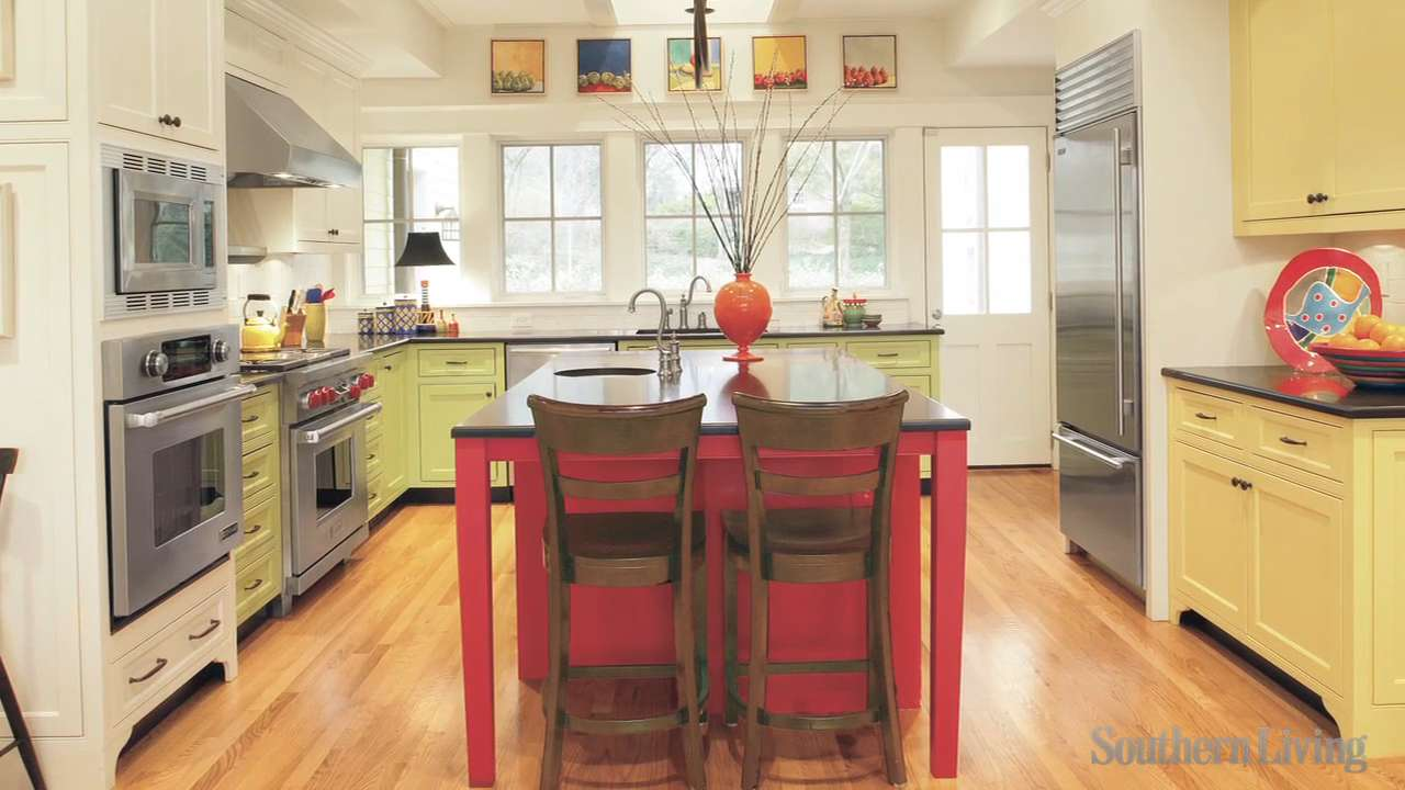 Decorating your kitchen southern living for Southern living kitchen designs