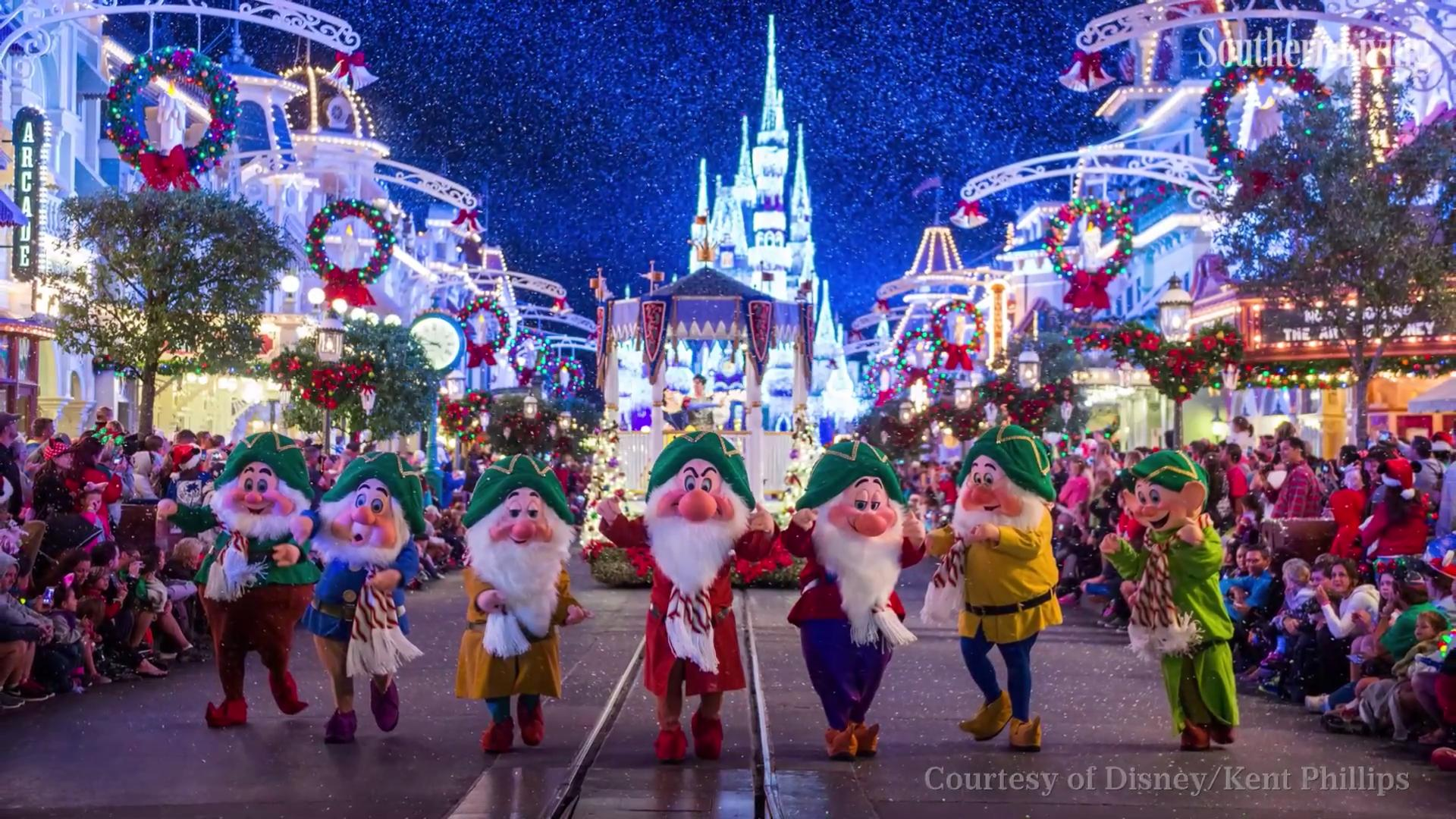 watch 5 disney world christmas events super fans cant miss